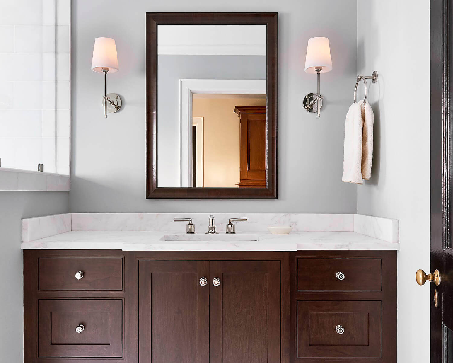 Fresh and Clean Bathroom Cabinetry