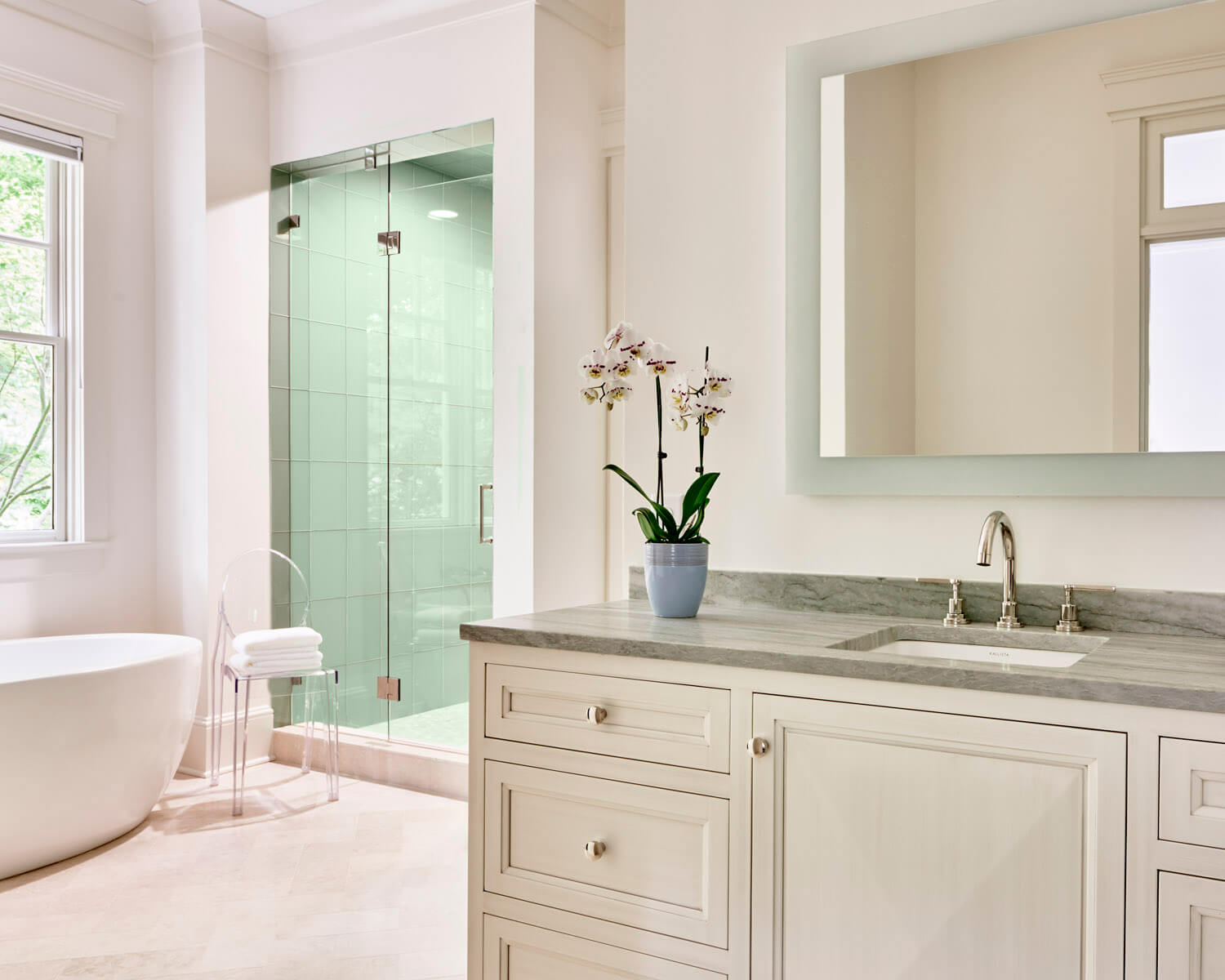 Beautifully Simple Cabinet Design For Your Bathroom